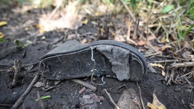 Restos de ropa hallados en los alrededores de las fosas encontradas en Veracruz
