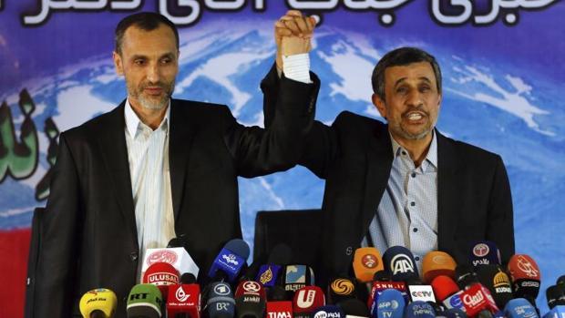 Mahmud Ahmadineyad, a la derecha, junto a Hamid Baghaie