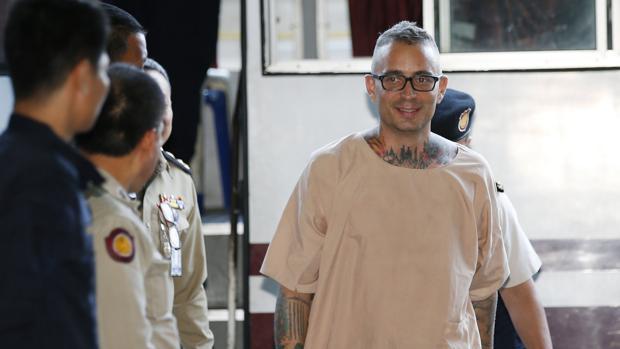 El español Artur Segarra llega a una audiencia en el Tribunal Penal de Bangkok