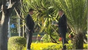 El presidente de Brasil, Michel Temer, saliendo de su residencia oficial el Palacio del Jaburu