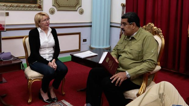 Luisa Ortega y Nicolás Maduro, en una imagen del pasado 1 de abril