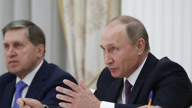 El presidente ruso, Vladimir Putin, durante su reunión con el enviado especial de la Presidencia surcoreana
