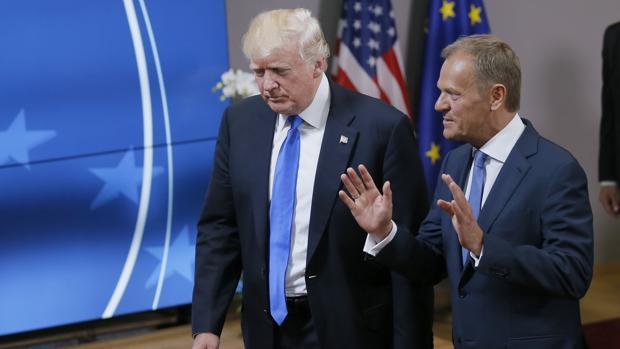 El presidente del Consejo Europeo, Donald Tusk, y el presidente de EEUU, Donald Trump, tras su reunión en Bruselas, en Bélgica