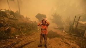 Una mujer horrorizada por la tragedia en Pampilhosa da Serra, en el centro de Portugal, este domingo
