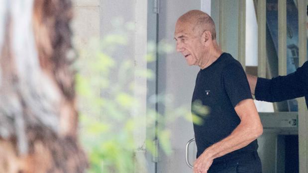 El exprimer ministro de Israel Ehud Olmert ha cumplido 16 meses de los 27 meses a los que había sido condenado