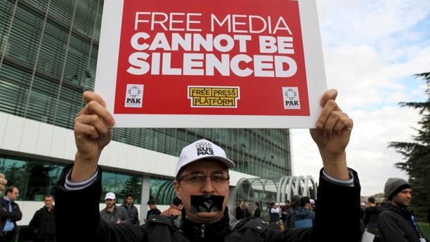 Este año se han sucedido las protestas contra el arresto de periodistas y el cierre de medios acusados de ser seguidores de Fetula Gülen