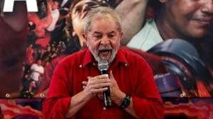 Lula da Silva, condenado a nueve años y medio por corrupción, durante un mitin esta semana
