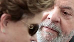 Lula da silva y Dilma Rousseff durante el funeral de Marco Aurelio García