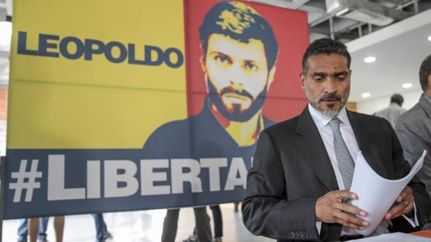 El abogado del opositor venezolano en rueda de prensa