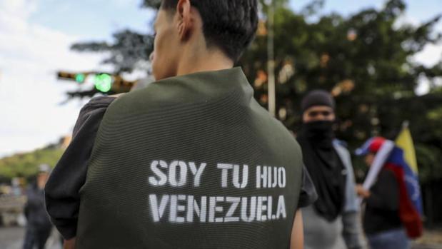 Un grupo de personas participa en una manifestación en Caracas