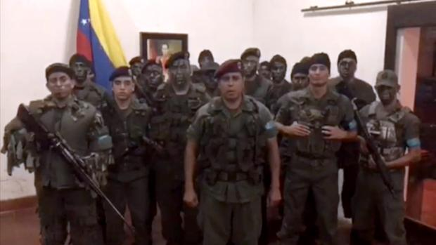 Juan Caguaripano Scott, excapitán de la Guardia Nacional Bolivariana (GNB), en el centro de la imagen
