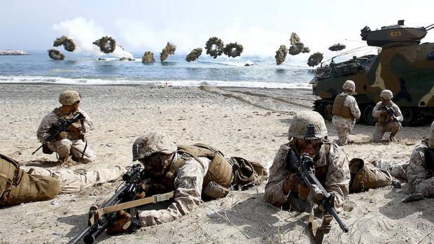 Marines estadounidenses en una maniobra conjunta con el ejército de Corea del Sur