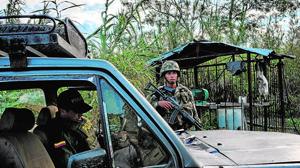 Fuerzas de seguridad colombianas interceptan un coche venezolano cargado de gasolina ilegal de contrabando