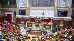 La ministra francesa de Trabajo, Muriel Pénicaud, interviene en un debate sobre la reforma del código laboral en la Asamblea Nacional en París