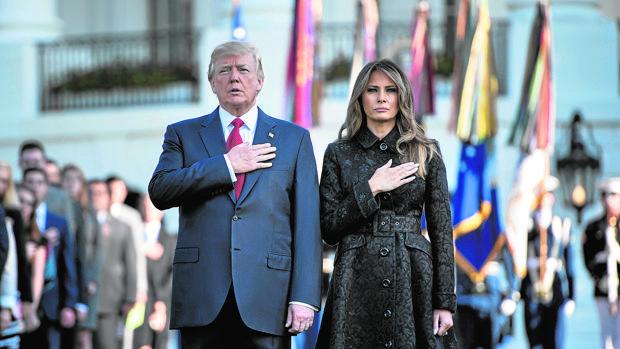 La pareja presidencial, en el minuto de silencio en la Casa Blanca