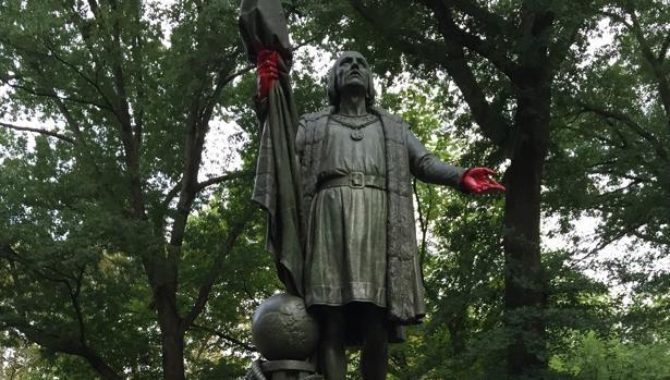 La estatua de Cristóbal Colón en Central Park, tras el ataque vandálico