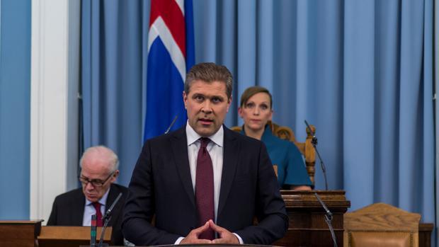 El primer ministro Bjarni Benediktsson encubrió que su padre pidió que se eliminase el historial criminal de un acosador sexual