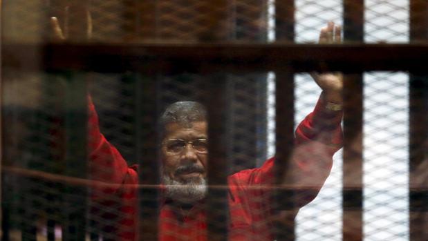 Mohamed Mursi, en una vista judicial en 2015