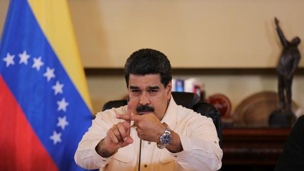 El presidente de Venezuela, Nicolás Maduro, gesticula durante una intervenión