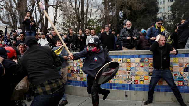Enfrentamientos en Berkeley entre partidarios y detractores de Donald Trump el pasado marzo