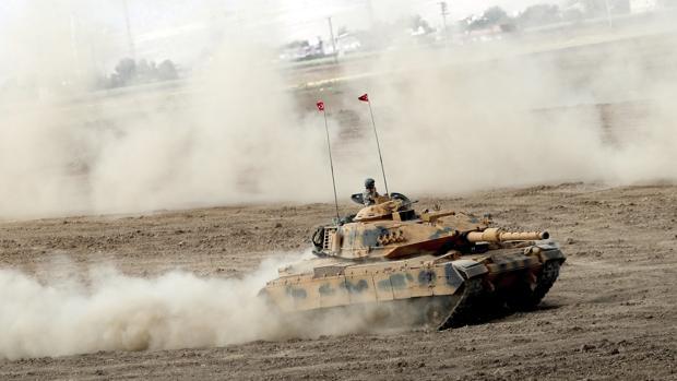 Miembros del ejército turco realizan ejercicios militales cerca de la frontera con el Kurdistán iraquí, en Sirnak
