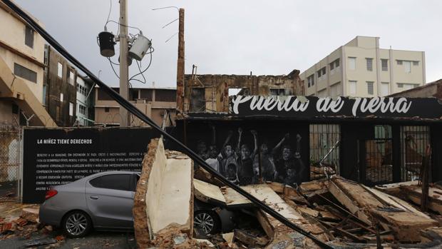 Vista de los daños causados por el huracán María hoy, jueves 21 de septiembre de 2017, a su paso por San Juan (Puerto Rico)