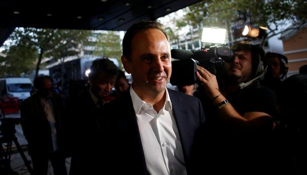 El candidato socialista a la alcaldía de Lisboa, Fernando Medina, este domingo al llegar a la sede de su partido