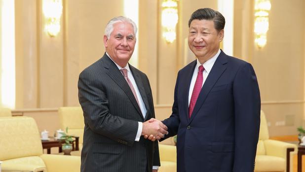 El secretario de Estado norteamericano, Rex Tillerson, con el primer ministro chino, Xi Jinping, esta semana