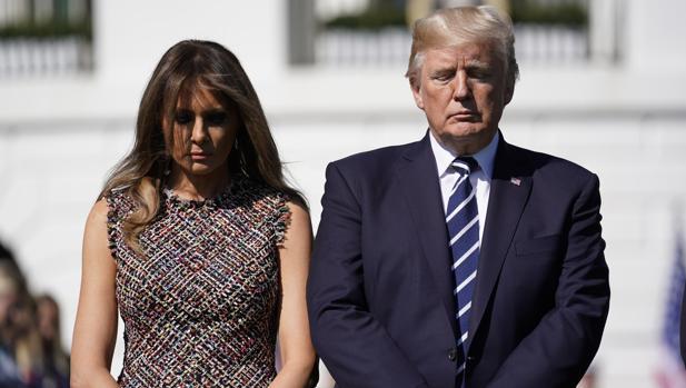 Donald Trump y su esposa Melania guardan un momento de silencio en memoria de las víctimas de Las Vegas