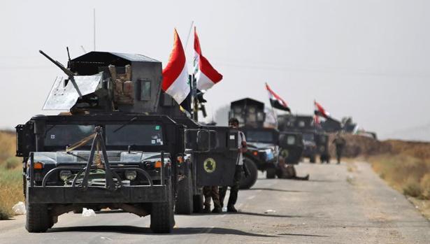 Vehículos del Ejército iraquí y las Unidades de Movilización Popular, en su avance hacia Hawiya