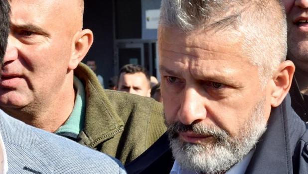 Naser Oric, excomandante bosnio-musulmán, abandona el tribunal de Sarajevo este lunes tras la sentencia absolutoria