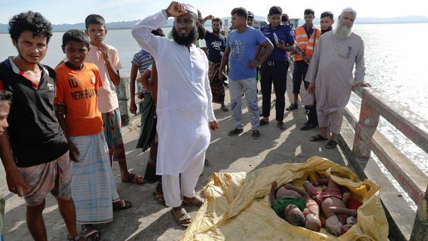 El bote se hundió anoche en la zona de Galar Char, cerca de la playa de Shah Parir Dwip, en el río