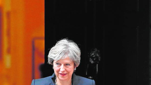 Theresa May sale hoy de su domicilio en Downing Street