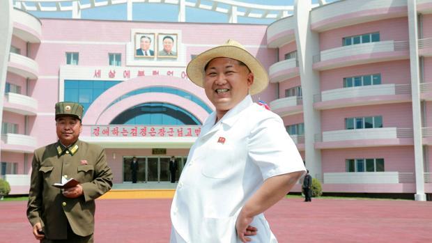 Kim Jong-un, hoy, durante una visita a una guardería y orfanato