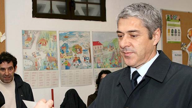 El ex primer ministro portugués Jose Socrates, participando en el referéndum nacional para despenalizar el aborto en Portugal, en 2007