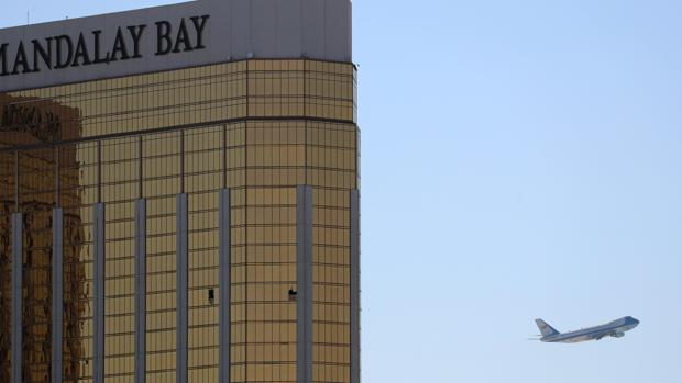 Imagen de la habitación desde la que Stephen Paddock realizó la masacre en Las Vegas
