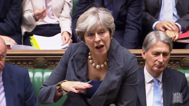 May responde a preguntas en la Cámara de los Comunes, en una captura de vídeo de los servicios del Parlamento