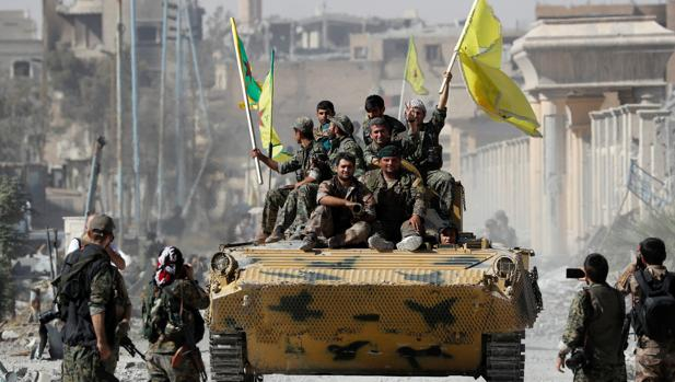 Fuerzas kurdas del YPG entran en Raqa
