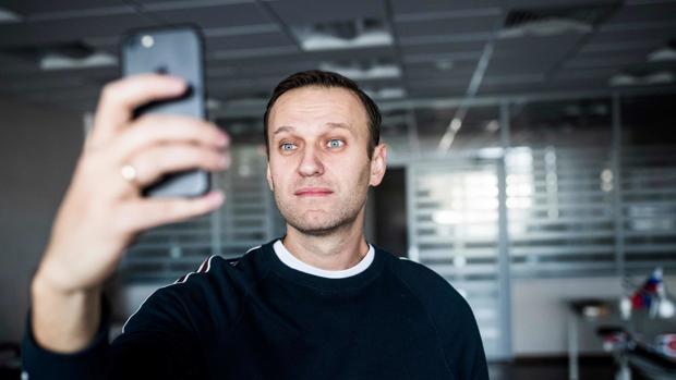 Navalni se hace un selfie nada más ser puesto en libertad tras pasar 20 días detenido