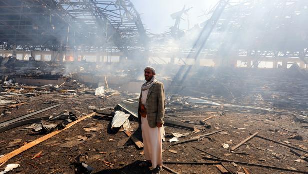 Efectos de un reciente bombardeo de la coalición saudí en la capital de Yemen, Saná