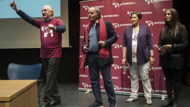 Antonio Ledezma (i), Diego Arria y Tamara Sujú (d), durante la presentación de la plataforma Soy Venezuela, este jueves en Madrid