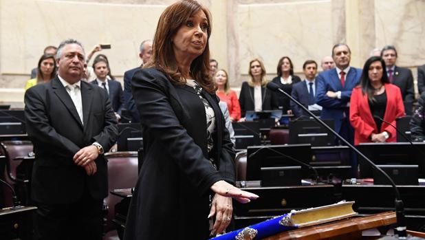 Cristina Fernández de Kirchner jura su escaño en el Senado