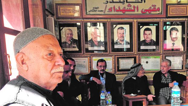 Retrato de los cuatro hijos y un nieto que el dueño de la tetería perdió en un atentado en 2007