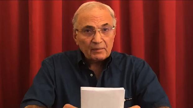Una captura de imágenes obtenida a partir de un video distribuido por el asesor del ex primer ministro egipcio Ahmed Shafiq