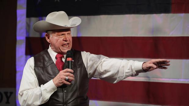 El candidato al Senado Roy Moore