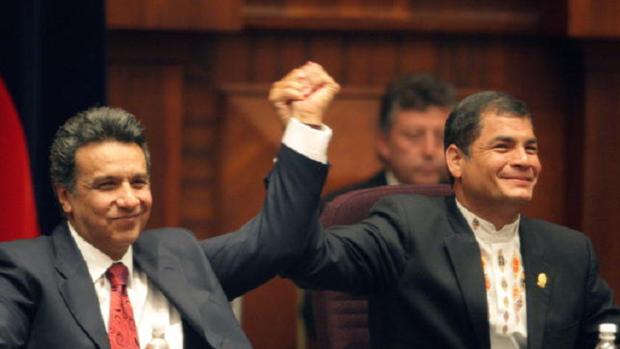 Lenín Moreno y Rafaael Correa, ante de intercambiarse la presidencia de Ecuador