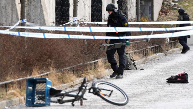 La Policía inspecciona la zona de Estocolmo donde tuvo lugar la explosión