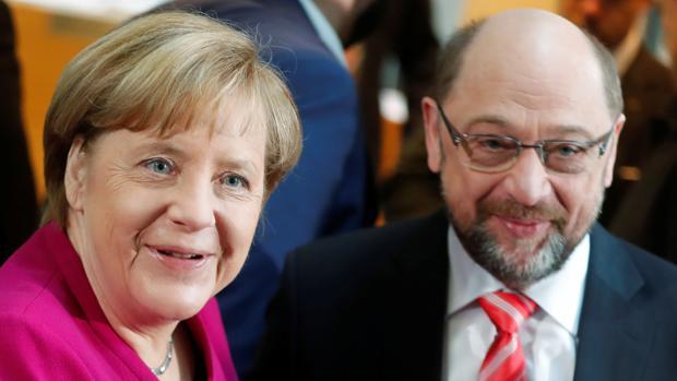 Merkel y Schulz, a su llegada a la sede del SPD para comenzar la primera reunión formal