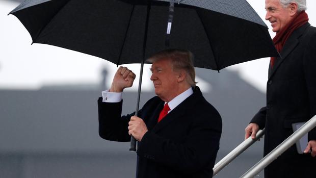 Donald Trump, a su llegada este lunes a Nashville (Tennessee) a bordo del Air Force One