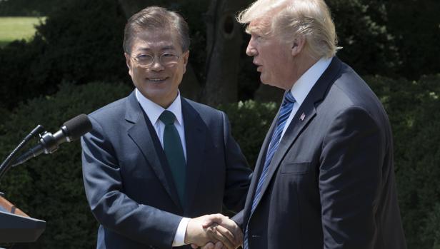 Donald Trump y su homólogo de Corea del Sur, Moon Jae-in, el pasado junio tras reunirse en la Casa Blanca